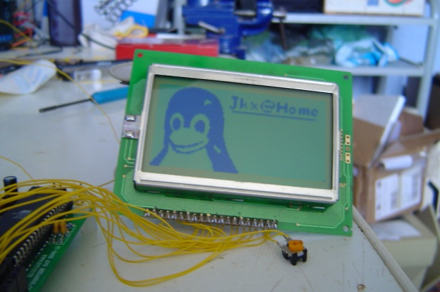 Little Tux on a LCD